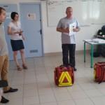 Fabrice listing de la trousse secours à la  main, prêt à démarrer ...