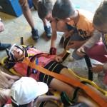 Et voilà c'est fait nos jeunes ont mis sur le brancard notre jeune accidentée Charlayne....