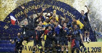 l-equipe-de-france-de-football-a-gagne-la-deuxieme-coupe-du-monde-de-son-histoire-le-15-juillet-dernier-a-moscou-photo-franck-fife-afp-1545387456
